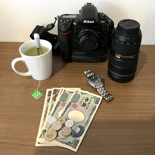 Green tea, Nikon D700, watch and Japanese money pictured.