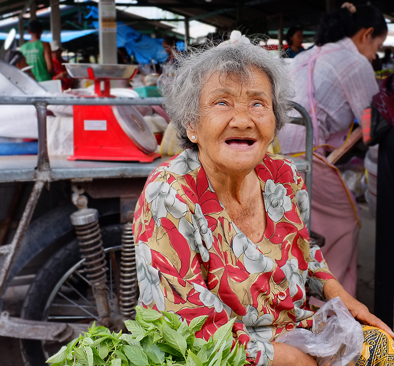 thailand-lady-market-seller-35mmview