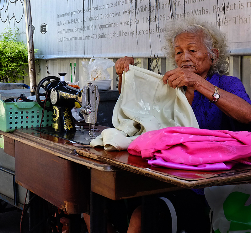 thailand-sewing-lady-35mmview
