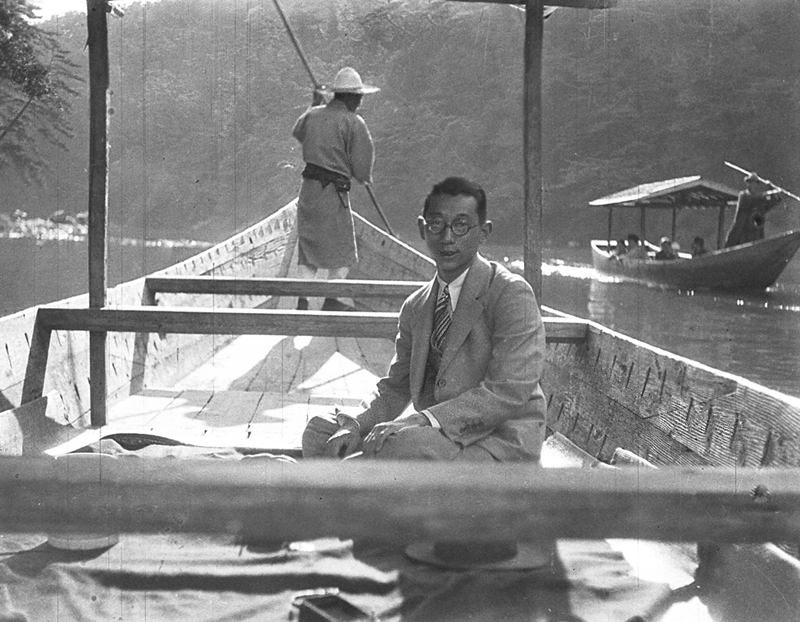 japanese-glass-man -boat