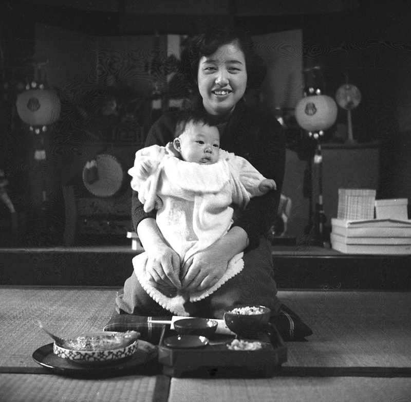 jap-glass-woman-baby